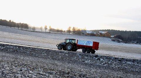 DYRKET MARK: Det er traktoren som vil regjere på Ikeajordet i uoverskuelig framtid.