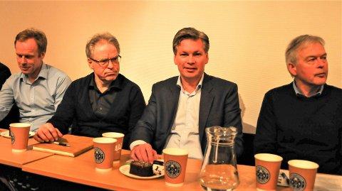 VELDIG OVERRASKET:  Daglig leder Øyvind Frich i Frich AS (nummer to fra høyre), Morten Erik Stulen ved hans høyre side, og  Bjørn Dæhlie (til venstre) er veldig overrasket over den vendinga som administrativt nå legges fram om detaljregulering for Steimosletta. Nummer to fra venstre er Petter Gullikstad, styreleder i Frich AS.