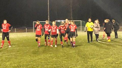 FØRSTE POENGET: Sørfjell/Risør-spillerne går av banen etter 1-1 mot Rygene.