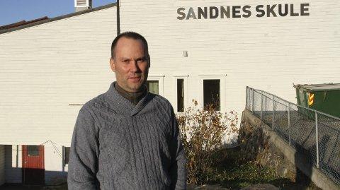 Vebjørn Aasgard, rektor ved Sandnes skule, er klar på at politikarane ikkje bør legge ned idrettsskulen i Masfjorden.begge Foto: Linn Merete Rognø