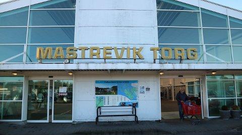 Ei kvinne frå Austrheim traff godt då ho kjøpte Joker-kupongen sin på Mastrevik Torg.