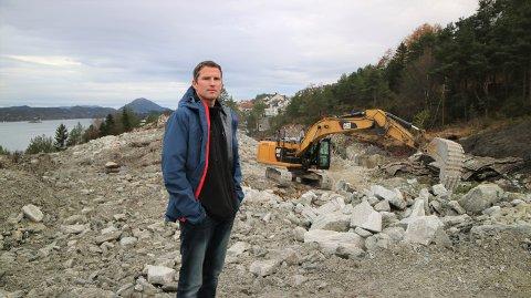 På nedsida av Isdalbakken bygger Geir Reigstad og brørne Alverparken.