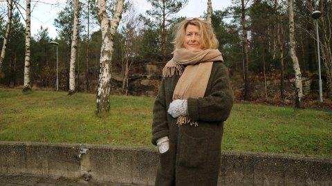 Anne Grethe Tønder Smith var i Knarvik for å prate om boka ho nyleg har gjeve ut.