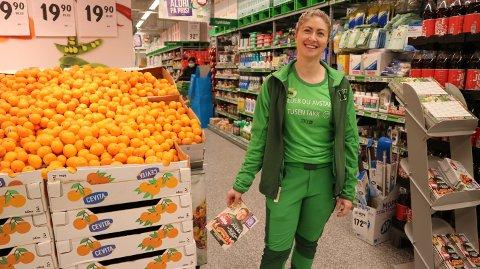 Hilde Lunde Martinsen (33) frå Radøy, er butikksjef hjå Kiwi på Holme..
