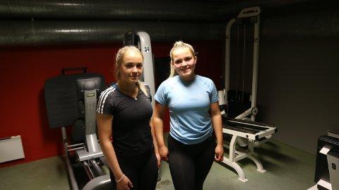 Åsne Vaktskjold (17) og Nora Marie Morken Carlsen (17) bruker gjerne fritida si på treningsstudio.