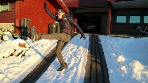 Bakken opp til huset til Helge Brekke i Knarvik er usedvanleg bratt.