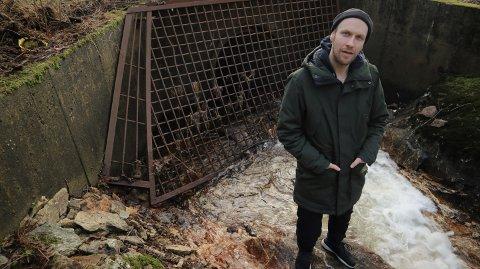 I Dead Lips speler Mats Gjelsvik saman med Lasse Vetaas, Roland Alexander Vieyra og Johannes Sletteskog.