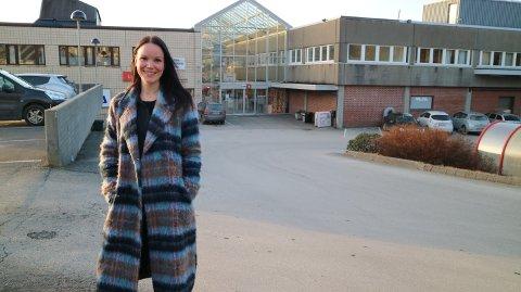 Anne Merete Solbakken, kjend som artisten Anne Hvidsten tar fatt på jobben som marknadskoordinator.