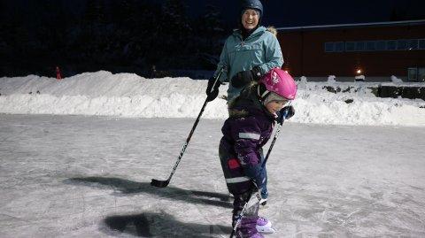 Linn-Merete Fugelsbø og den gryande hockeyspelaren Emmelinn (5).