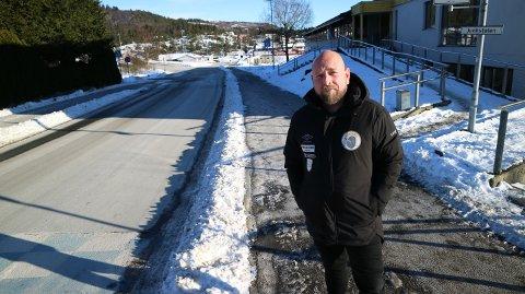 Rektor på Knarvik ungdomsskule, Morten Olsen Schulstad, meiner føresette må ta ansvar.