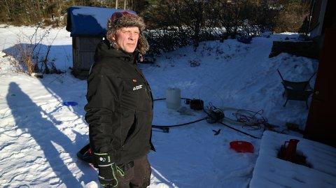 Stig Vidar Engesæter har jobba hos Lindås Rør og Sanitær sidan 2008. Før det arbeidde han som røyrleggjar på eit skipsverft. – Eg byrjer å kunne dette no, seier han.