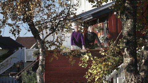 Feil eiendomsskatt: Med unntak av fargen på veggene, er leiligheten til Britt Anderssen og Ola Esbensen tilnærmet identisk med de tre andre boenhetene i dette rekkehuset, sentralt i Bodø. Hvorfor og hvor lenge de har betalt vesentlig mer eiendomsskatt enn naboene, krever de nå å få svar på.  8Begge foto: Tom Melby