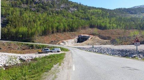 Arbeidene med forskjæring og riggområde ble gjort i vinter. Tunneljobben kan etter planen starte til høsten. (Foto: Erling Hansen, Statens vegvesen.)
