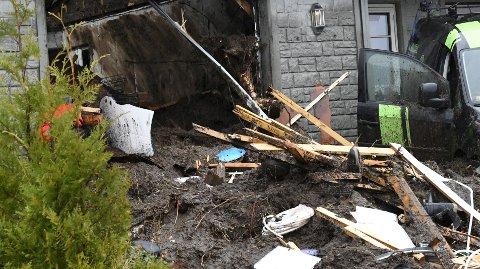 Torsdag morgen gikk et jordras gjennom et hus i boligfeltet på Votlo på Osterøy. En kvinne omkom.