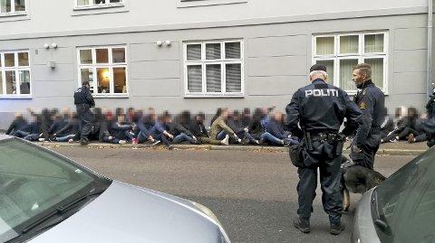 Rundt 80 Brann-supportere fikk beskjed om å gå ut av puben i Oslo og forholde seg til politiets instrukser før Branns møte med Vålerenga søndag. De fleste tilhørte en såkalt ultras-gruppering, mens opp til 30 av dem er tilknyttet et kjent casualmiljø rundt Brann. Det er sistnevnte gruppering politiet egentlig aksjonerte mot.