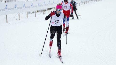 Tina Alfstad Olsen (13) er blant de mest lovende langrennsløperne i Hordaland i sitt kull. TIF Viking-løperen har vunnet det meste i Hordaland denne sesongen. I Parkstafetten stilte hun i juniorklassen hvor hun både vant sin etappe og vant gull med laget sitt.