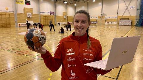 Sotrastrilen Hanne Nilsen Morlandstø skal tilbringe mange timer i Marikollhallen i tiden fremover. 23-åringen er ansatt som daglig leder og bakspiller på A-laget. FOTO: SVEIN H. STRØMBERG