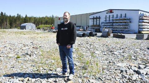 ØKER: Daglig leder Ole Ivar Bergan i Monter Åmot forteller at trafikken til Gustadmoen øker. Neste sommer kommer det en ny fabrikk.