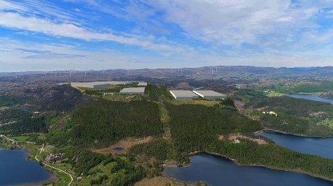 BATTERIFABRIKK: Denne montasjen viser hvordan en batterifabrikk kan bli seende ut i Hetlandsskogen.