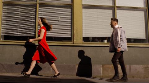 SPELER ISABELL: Karin Grastveit Jakobsen frå Hellvik har hovudrolla i den nye musikkvideoen til Rune Ellertsen.