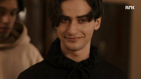 BLIKKONTAKT: I et av klippene som er lagt ut på SKAMs nettsider smiler Yousef Acar lurt til hovedrollen Sana.