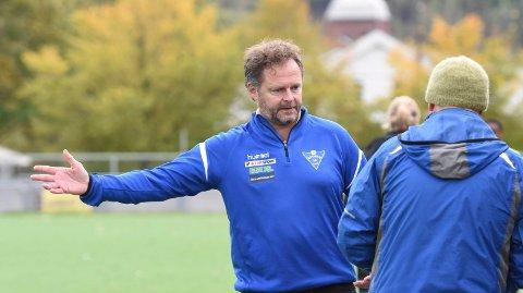 LITT OPPGITT. Audun Fevik, ÅIF-trener på utgårnde kontrakt, ble litt oppgitt over både feil hos egne spillere og noen dommeravgjørelser da det ble ekstra tungt etter pause mot Start 2.
