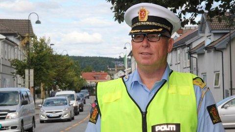UTRYKNINGSPOLITIET: UP-sjef Roar Skjelbred Larsen i Utrykningspolitiet sier at de er bekymret for ting i bilen som kan forstyrre sjåføren under bilkjøring.