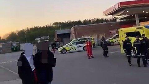 Politiet rykket massivt til Cirkle K ved E 18, Kopstad , etter flere nødmeldinger om et masseslagsmål mellom russ.