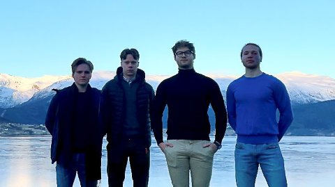 VIL SKAPE:  F.V: Elias Kvalsvik Haugen, Erik Koopmans, Jakub Wijata og Marcus Røed Frøyset vil skape vekst på Sandane. Det håper dei å bidra til med den nye butikken, som dei etter planen vil åpne til hausten.