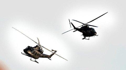 FORSVARET øver med Bell-helikoptre over Fredrikstad torsdag.