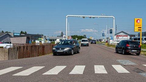Færre biler: Målepunktet ved Stabburet viser en nedgang i biltrafikken på 13,3 prosent fra januar i fjor. Det er tydelig at de tre stasjonene på Råbekken har effekt, på bildet stasjonen i Dikeveien. (Arkivfoto: Harry Johansson)