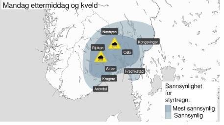 """Det mørkeblå feltet markerer områder hvor meteorologene tror det er """"mest sannsynlig"""" med styrtregn. Fredrikstad er innenfor det lyseblå området, hvor det """"bare"""" er """"sannsynlig""""."""