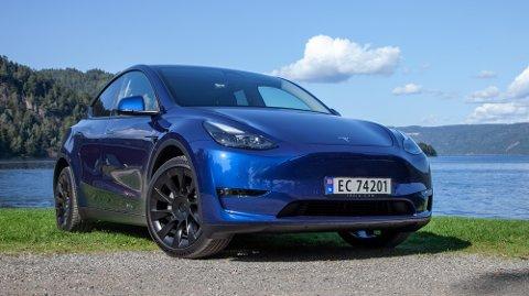Tesla gikk for sjokk-effekten: Model Y ble augusts mest registrerte bil - på bare én uke!