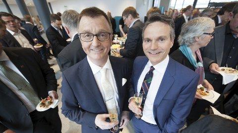 Daglig leder Roger Bergersen og styreleder Eirik Frantzen så god grunn til å skåle i champagne under åpningen av Det 4. hjørnet på torsdag.
