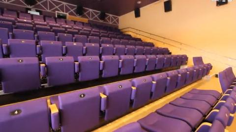 AVLYST: Konserten, som ble arrangert av Salangen kommune, ble avlyst da bare tre personer møtte opp. Bildet er av konsertsalen i kulturhuset. Foto: Salangen kommune