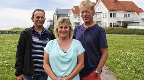 FOR ALLE: Jan Focas (t.v.), Elisabeth Tangen og Tor Lind ønsker at Strandparken skal være et hyggelig sted for alle å ferdes.