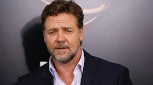 INVITERT: Hollywoodstjernen Russell Crowe har funnet sine røtter i Nord-Odal, hvor Einar Olav Skogholt og brødrene Jon og Arne er blant slektningene.