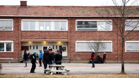 Sør-odal Ungdomsskole: Ungdomsskolen i Sør-Odal har stått urørt lenge, og mange elever vil ha ny skole. Foto: arkiv