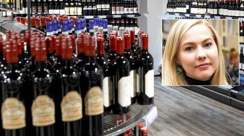 NYHET FORBUDT: Ikke lenger kan Vinmonopolet omtale en flaske rødvin som «nyhet». Det får Mari Holm Lønseth fra Høyre til å reagere. Foto: NTB Scanpix/Tommy H.S. Bragstad
