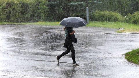 DÅRLIG VÆR: Meteorologen har en nedslående beskjed til de som ønsket seg sommervær i neste uke. Foto: Illustrasjonsfoto: Vidar Ruud (NTB scanpix)