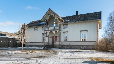 ROMSLIG: Med tre kjøkken og ni soverom fordelt på to etasjer er det plass til mange i det tidligere skolebygget.