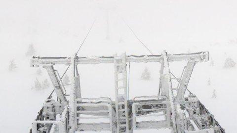 Dette bildet er tatt på toppen av stolheisen på Hafjell søndag.