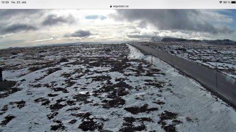 FINT, MEN..:  Det blåser sterk storm i kastene på Valdresflye i dag. Fylkeskommunen ber folk la bilen stå, eller kjøre svært forsiktig. FOTO: STATENS VEGVESEN