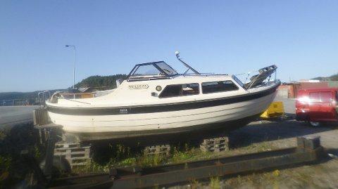 BÅT PÅ MØLEN: Denne båten blir solgt om ikke eieren melder seg om kort tid.