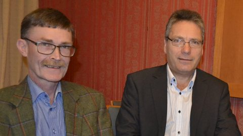 Upresist: Geir Helge Sandsmark (til v.) reagerer på det han oppfatter som et upresist og altfor bredt utspill fra ordfører Thor Edquist.