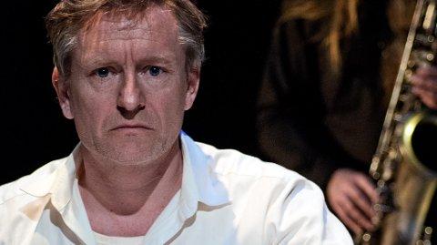 I HALDEN FØRST: Teaterstykket «Den andre mannen i meg» er basert på dagbøkene til dikteren Olav H. Hauge. Nå vises stykket i Østfold for første gang, og Halden er først ut.
