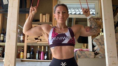 MUSKLER: Trine Sakslund har gått ned nesten 40 kilo og blitt fitnessutøver.  Foto: Privat