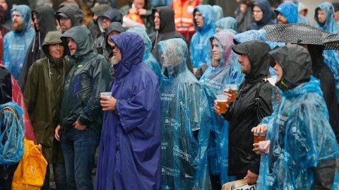 KKE BORTSKJEMTE MED FINT VÆR: Den festivalen i Vangen har hatt sine runder med pøsregn siden starten i 2017 – som her  under konserten med Årabrot i 2018.