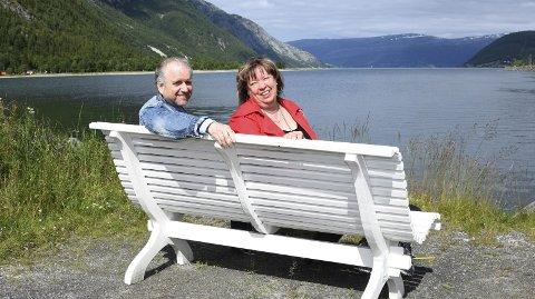 Her skal den være: – Her ser vi for oss ei gjestebrygge i Mosjøen, sier Roar Møller og Gunn Johansen i Sjøgata Næring og Miljø (SNM). Foto: Svein Sjølie