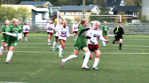 SISTE:  1. oktober i fjor spilte Halsøy sin siste seriekamp på hjemmebane i 2. divisjon mot Innstranden. Det kan bli en stund til neste seriekamp på seniornivå på Halsøy idrettspark. FOTO: STINE SKIPNES